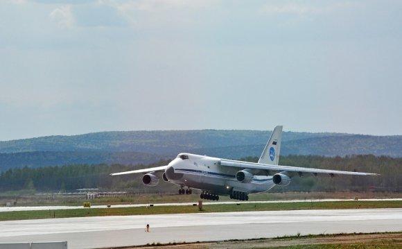 В 1985 г. на самолете Ан-124 «