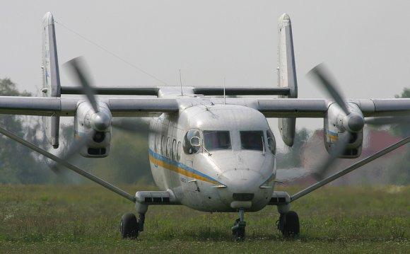Самолет Ан-28 на аэродроме